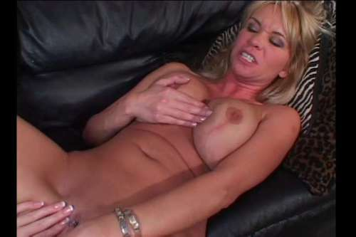 Older Women And Younger Women vol5 - Scene 2