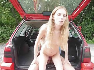 Fastfood girl fucked for 1 euro (german amateur)