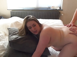 Sexy curvy babe takes it in the ass
