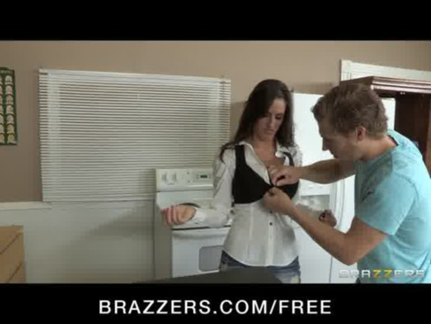 Slutty big-tit brunette Kortney Kane ride ...