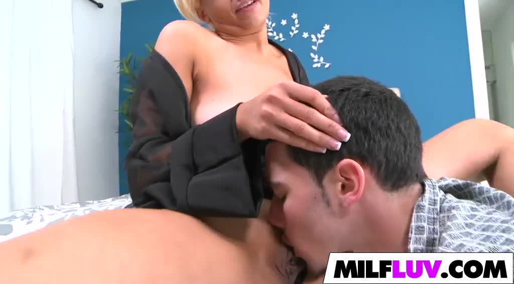 Huge Tits MILF Holly Brooks Gets Banged