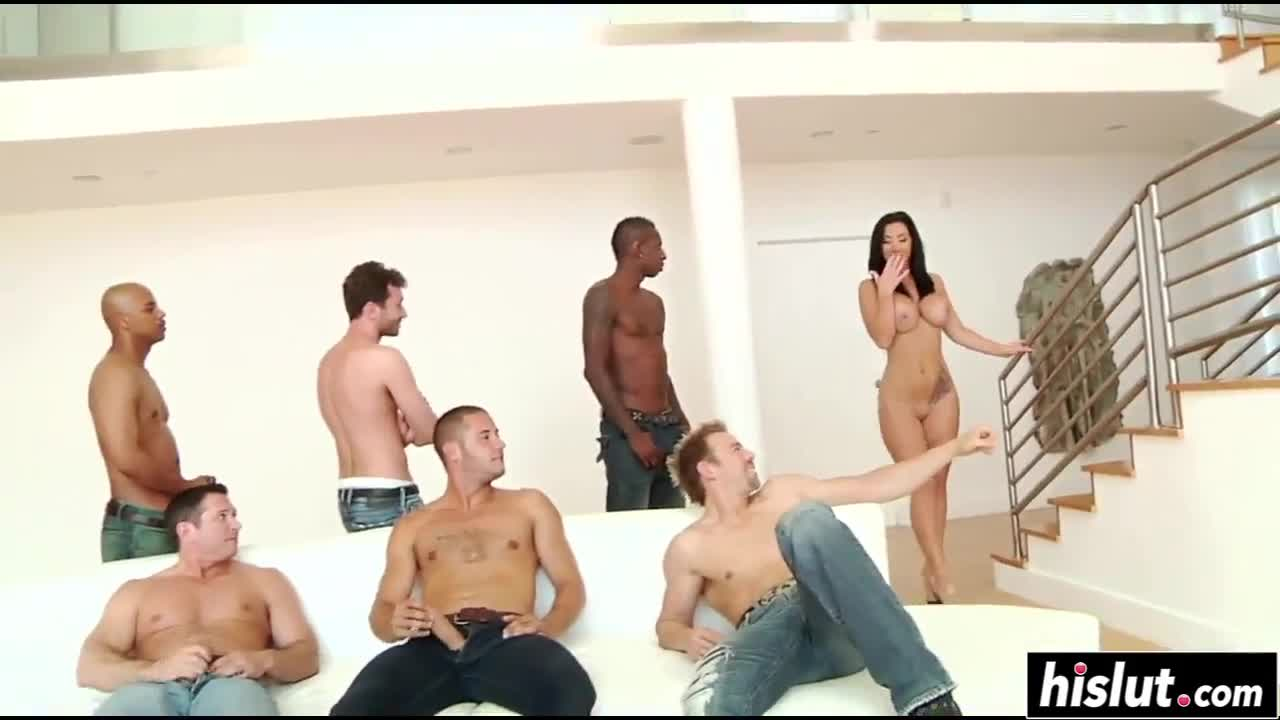 Jayden Jaymes likes to get gangbanged