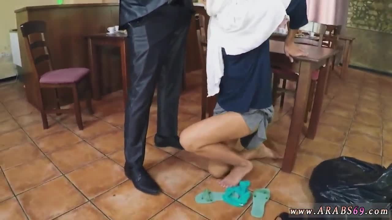 Fucking mom while shes stuck the sink Hungry Woman Gets Food and Fuck