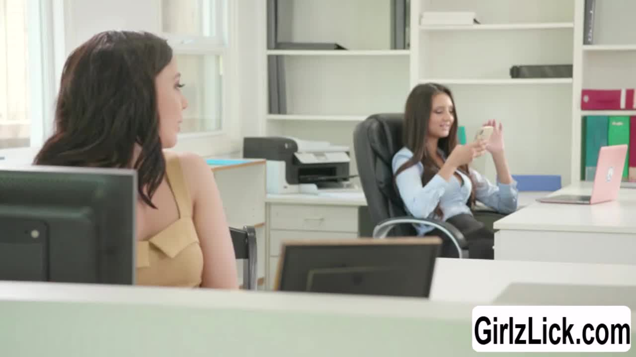 Eliza gets her pussy licked by her work mate