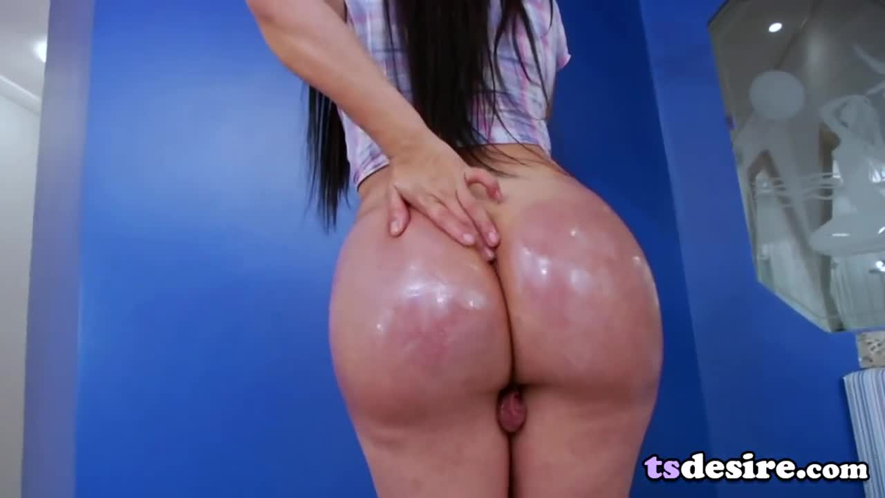 Sexy Shemale Nicole Montero Gets Herself Off