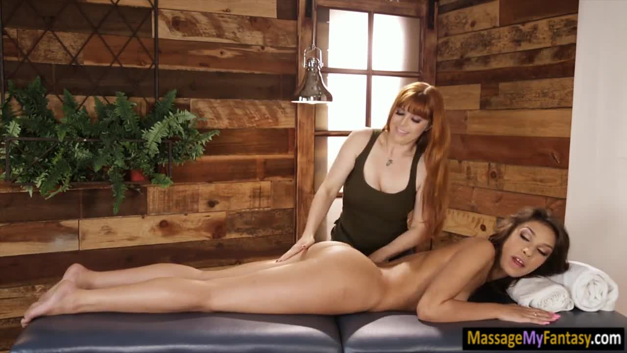Masseuse n client make out on the table