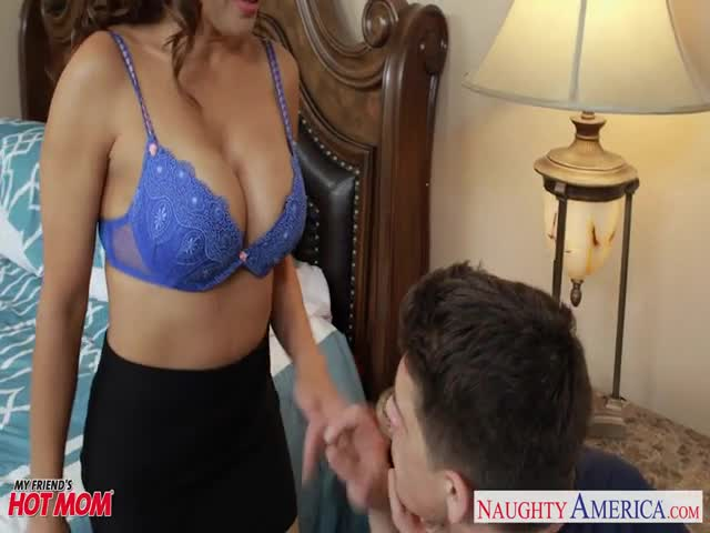 Hot mom Francesca Le ride anally a fat dick