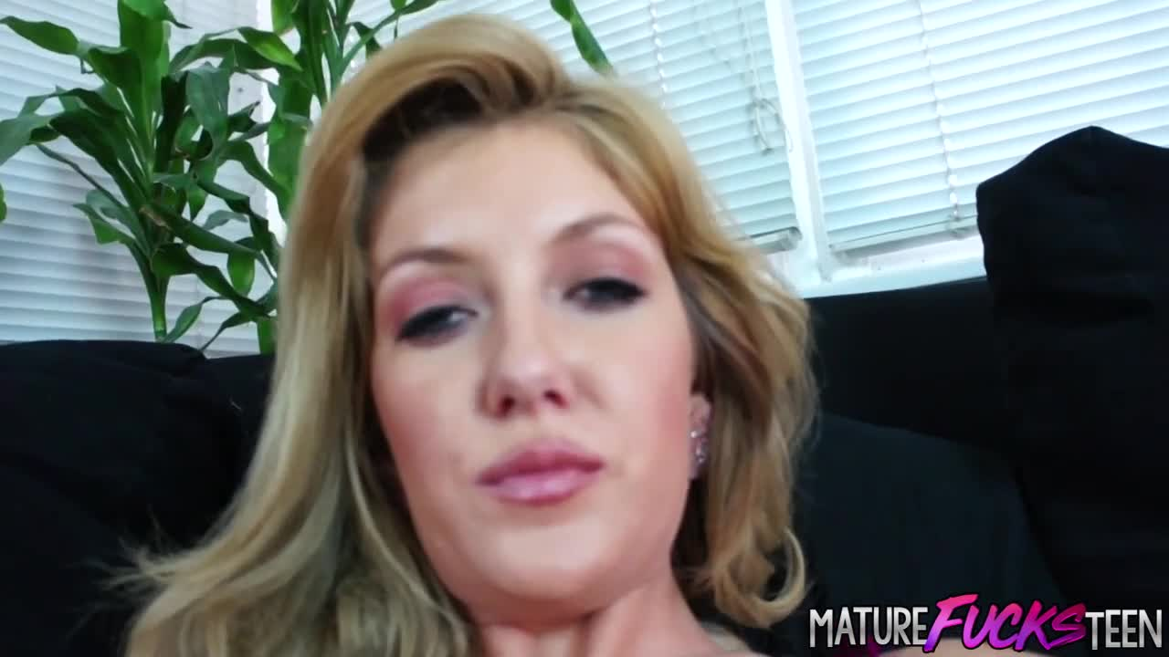 Teen Emily Kae doggystyle from old dick