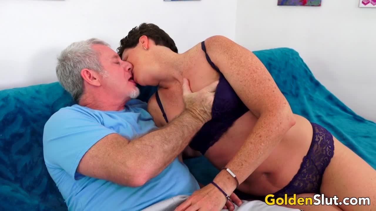 Short Haired Mature Lady Beth McKenna Has Her Bushy Pussy Railed