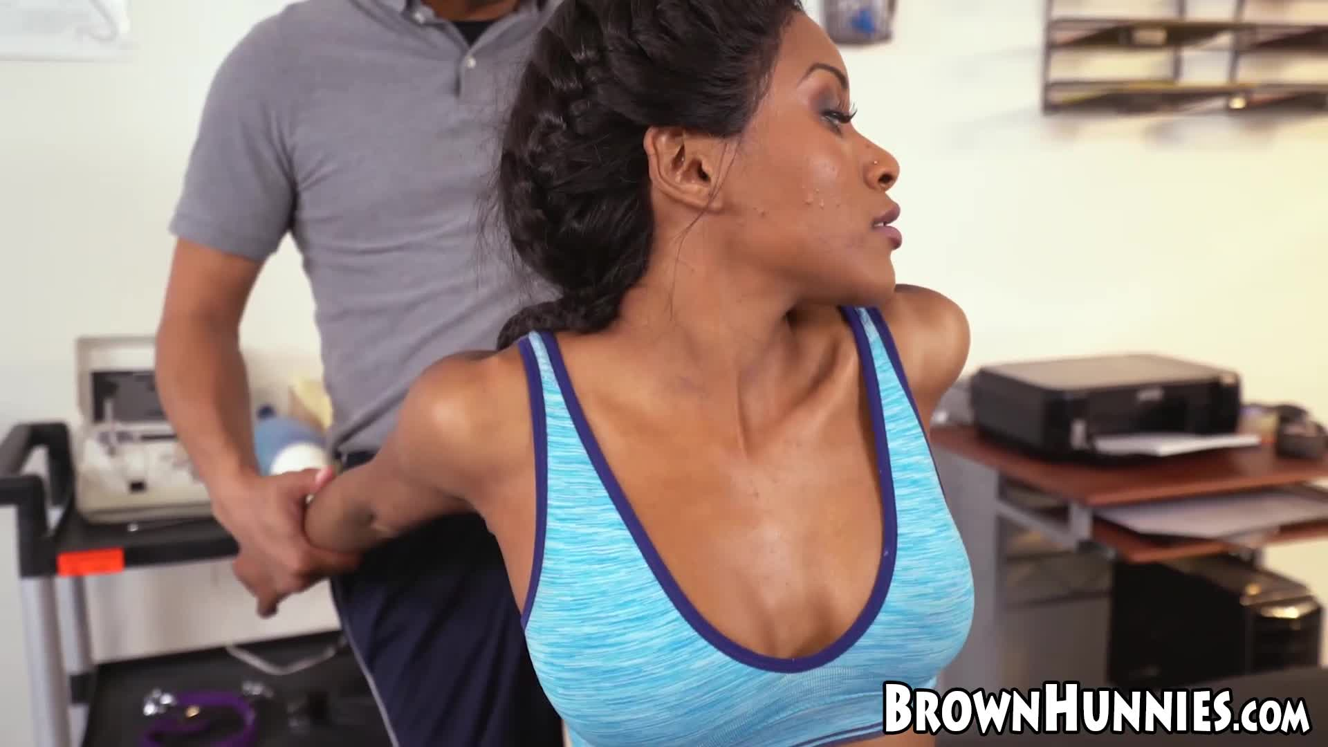 Massage session with brown babe Indigo Vanity ends with sex