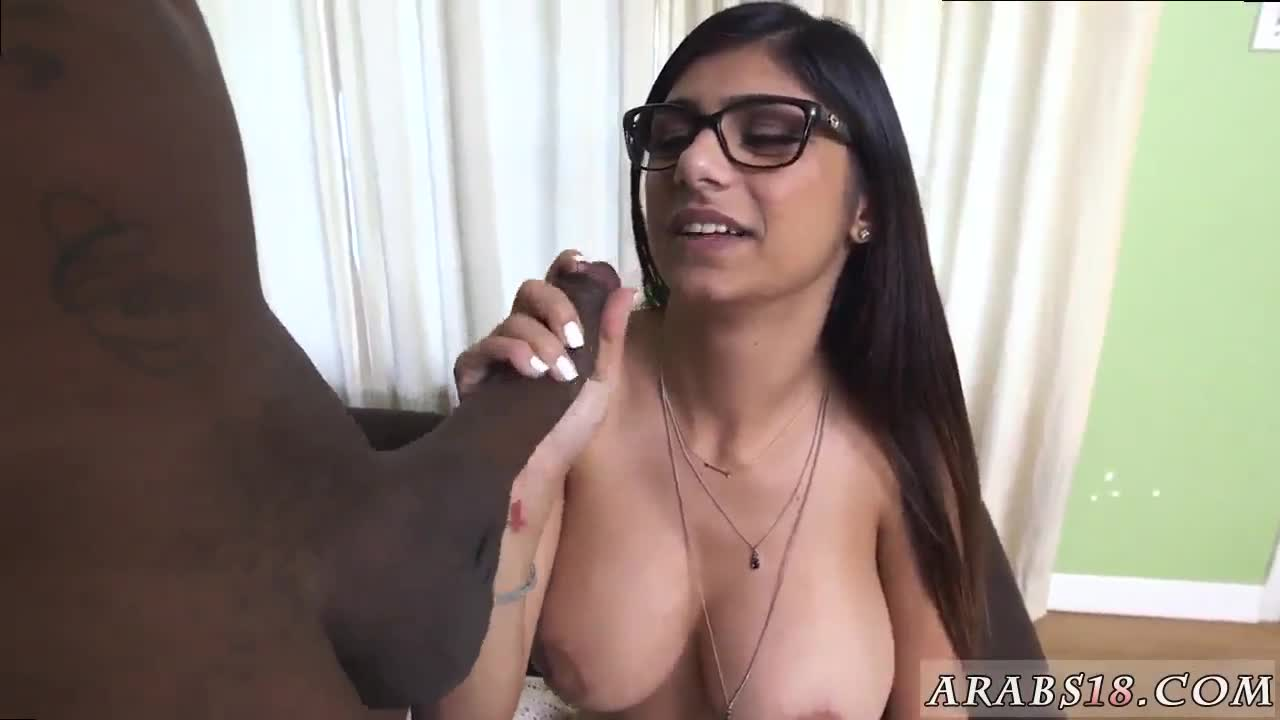 Arab squirt and muslim babe hd Mia Khalifa Tries A Big Black Dick