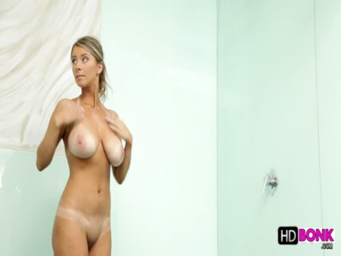 Busty Katerina in shower