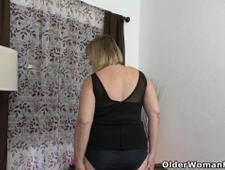 Florida milf Rebecca needs getting off for starters